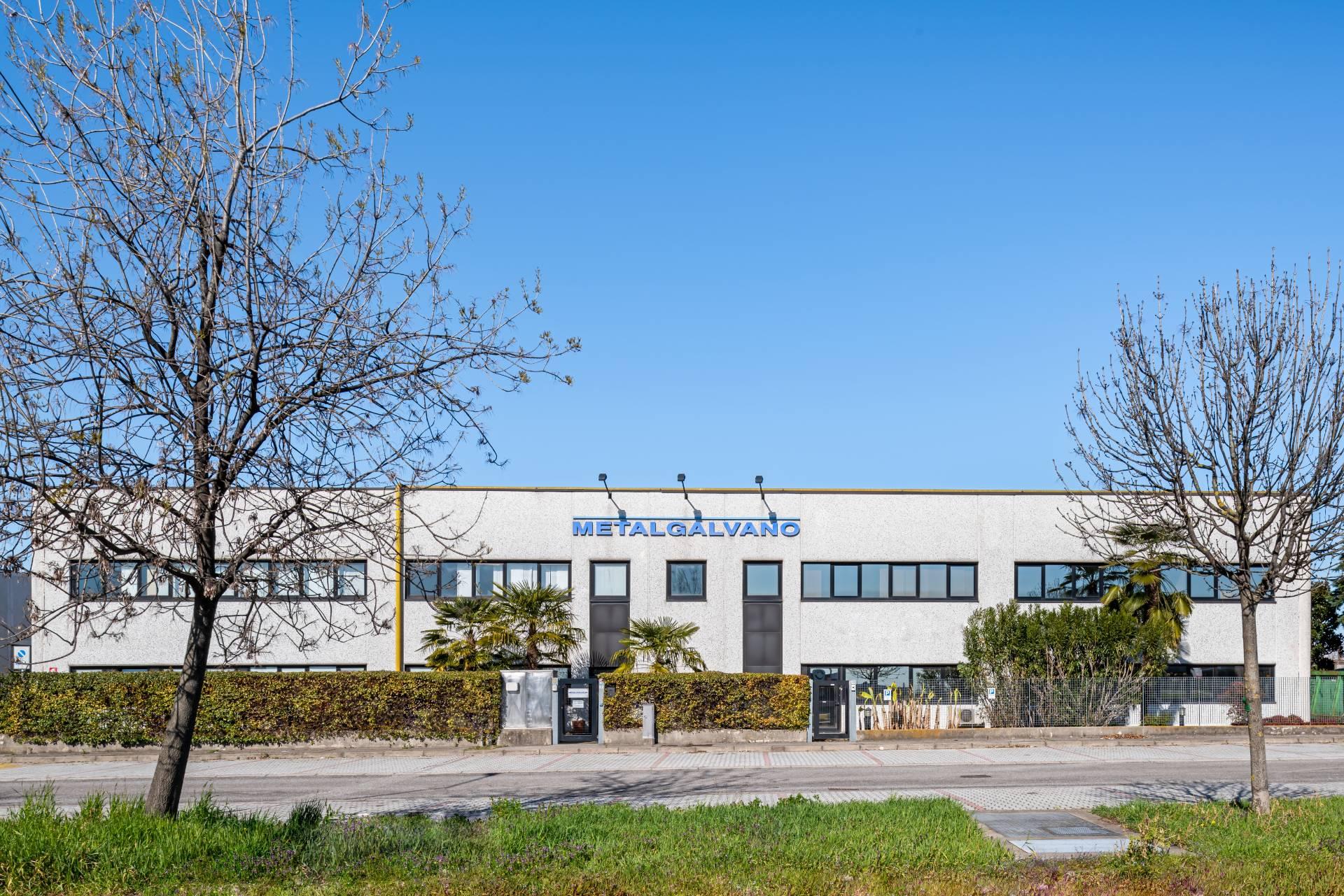 Visione d'insieme capannonne industriale in Via Friuli a Saronno